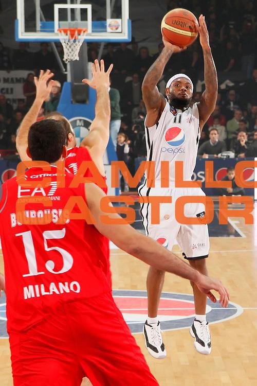 DESCRIZIONE : Caserta Lega A 2011-12 Pepsi Caserta EA7 Emporio Armani Milano<br /> GIOCATORE : Andre Collins<br /> SQUADRA : Pepsi Caserta<br /> EVENTO : Campionato Lega A 2011-2012<br /> GARA : Pepsi Caserta EA7 Emporio Armani Milano<br /> DATA : 27/11/2011<br /> CATEGORIA : tiro<br /> SPORT : Pallacanestro<br /> AUTORE : Agenzia Ciamillo-Castoria/A.De Lise<br /> Galleria : Lega Basket A 2011-2012<br /> Fotonotizia : Caserta Lega A 2011-12 Pepsi Caserta EA7 Emporio Armani Milano<br /> Predefinita :