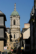 Rennes, church of Notre-Dame en Saint-Melaine. All that remains of the former Benedictine abbey is the Abbot's Palace, the cloister with its elaborate sculpted decoration, and the convent church. The church bears witness to the Romanesque era.