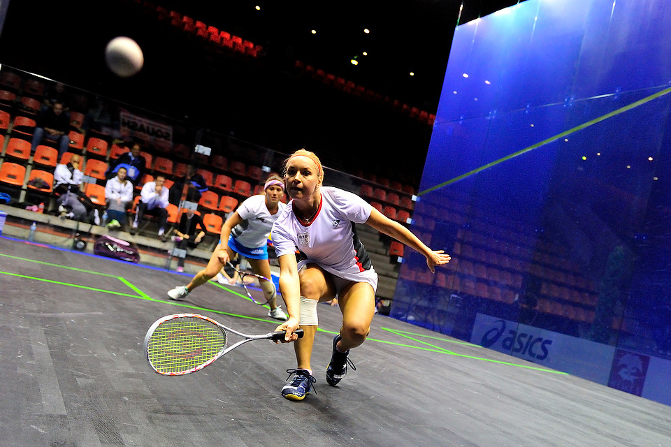 Olga Ertlova (RCZ) face à Catalina Pelaez (COL) lors des championnats du Monde 2012 de Squash par équipes féminines le 13 novembre 2012 à Nîmes.