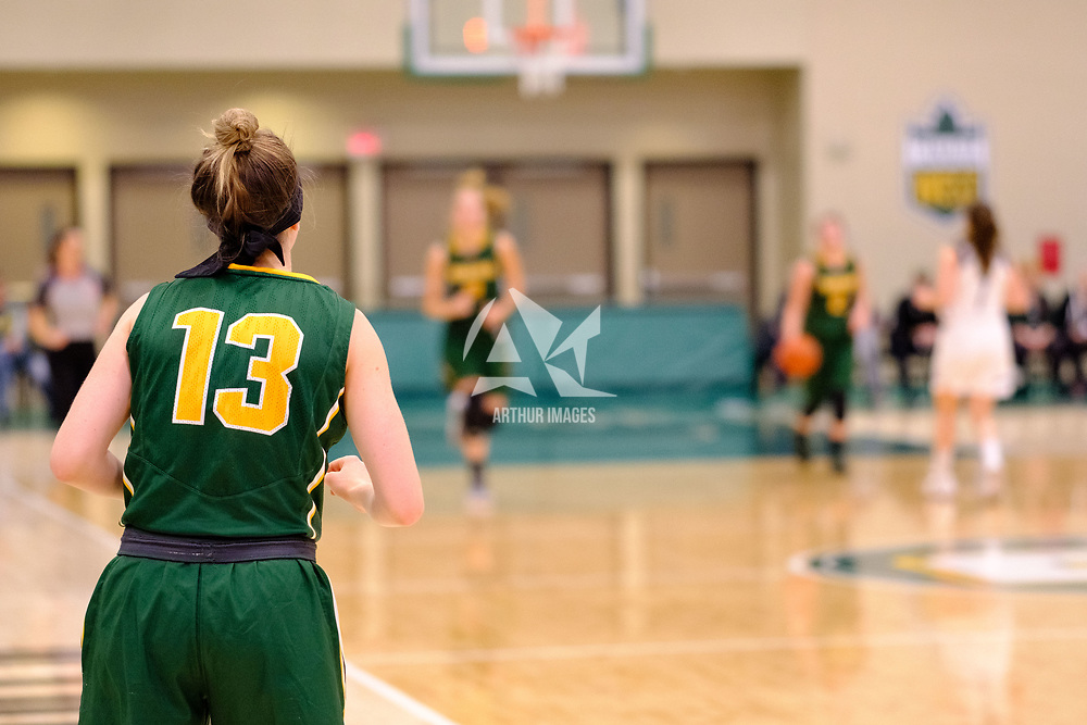 2nd year guard, Faith Reid (13) of the Regina Cougars in action during the Regina Cougars vs Lethbridge on November 3 at University of Regina. Credit Matte Black Photos/©Arthur Images 2018