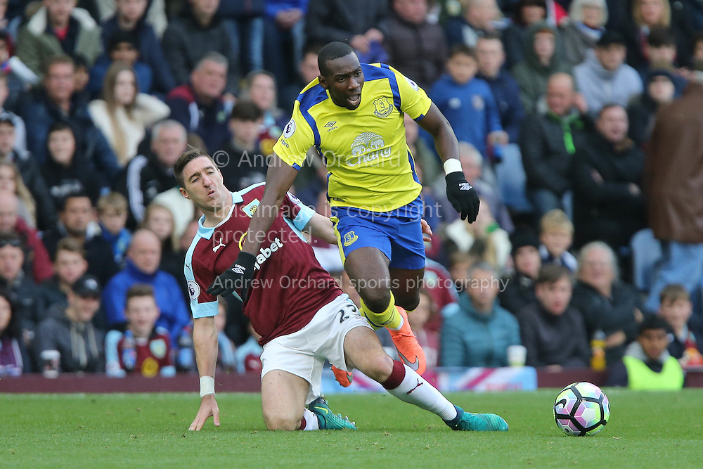 Stephen Ward of Burnley looks to tackle Yannick Bolasie of Everton. Premier League match, Burnley v Everton at Turf Moor in Burnley , Lancs on Saturday 22nd October 2016.<br /> pic by Chris Stading, Andrew Orchard sports photography.