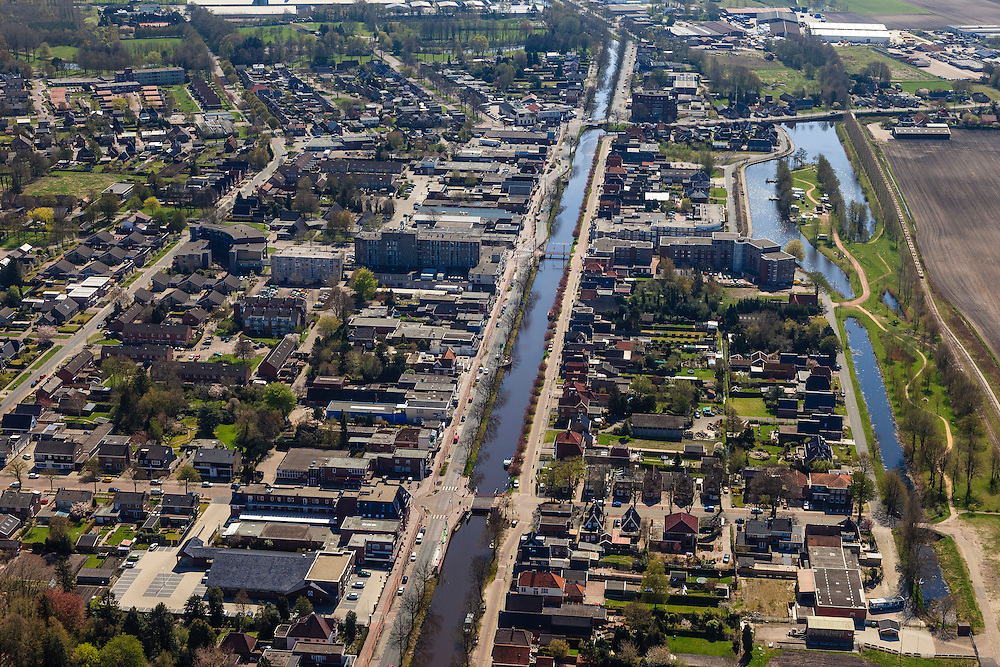Nederland, Groningen, Gemeente Stadskanaal,  01-05-2013; Musselkanaal met langs het water de Markstraat. Het kanaal werd aangelegd voor de vervoer van turf uit de nabijgelegen veenkolonien.<br /> Musselkanaal with along the water Markstreet. The canal was built for the transport of peat from the nearby peat colonies.<br /> luchtfoto (toeslag op standard tarieven);<br /> aerial photo (additional fee required);<br /> copyright foto/photo Siebe Swart