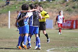 Lance da partida entre as equipes do Sagrada Familia e Carlos Barbosa , válida pela Copa Coca-Cola, no campo do Complexo Esportivo Zona Norte, em Caxias do Sul. FOTO: Lucas Uebel/Preview.com