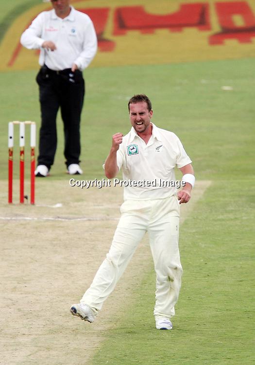 Mark Gillespie celebrates the wicket of International cricket 2nd Test. at Centurion Stadium, Pretoria, South Africa. Saturday 17 November 2007. Photo: Barry Aldworth/SPORTZPICS/PHOTOSPORT