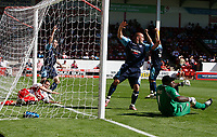 Photo: Steve Bond.<br />Walsall v Swansea City. Coca Cola League 1. 25/08/2007. Swansea players turn to celebrate and referee Miller says the ball crosses the line. Jason Scotland scores