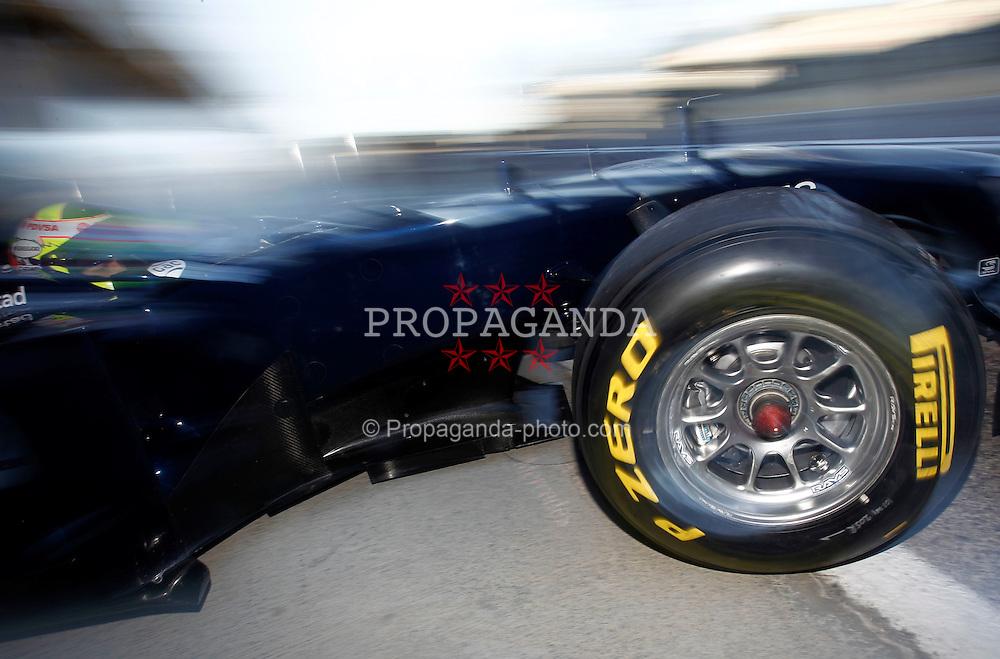 Motorsports / Formula 1: World Championship 2011, Test Valencia, Pastor Maldonado ( Williams ) Pirelli, Reifen, tyre, tyres