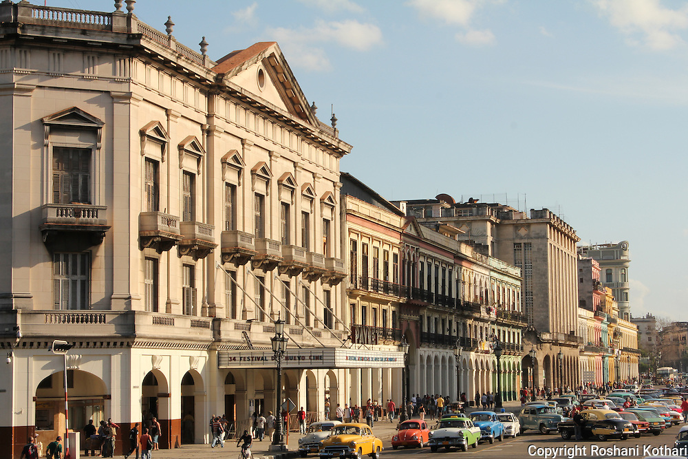 Havana architecture and cars