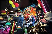 Nederland, Maastricht, 9-2-2014In cafe In den ouden Vogelstruys aan het Vrijthof wordt alvast een voorschot genomen op het komende carnaval. Jubilerende Carnavalsharmonie de Zaate Herremenie brengt een ode aan het cafe en haar personeel. Het dweilorkest werd 9 februari 1959 opgericht en is vandaag dus 5 x 11 jaar oud...Foto: Flip Franssen/Hollandse Hoogte