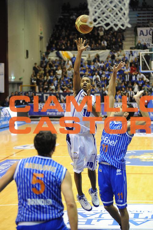 DESCRIZIONE : Sassari Lega A2 2009-10 Final Four Coppa Italia Semifinale Banco di Sardegna Sassari Enel Brindisi<br /> GIOCATORE : Jason Rowe<br /> SQUADRA : Banco di Sardegna Sassari<br /> EVENTO : Campionato Lega A2 2009-2010<br /> GARA : Banco di Sardegna Sassari Enel Brindisi<br /> DATA : 06/03/2010<br /> CATEGORIA : Tiro<br /> SPORT : Pallacanestro<br /> AUTORE : Agenzia Ciamillo-Castoria/GiulioCiamillo<br /> Galleria : Lega Basket A2 2009-2010  <br /> Fotonotizia : Sassari Lega A2 2009-2010 Final Four Coppa Italia Semifinale Banco di Sardegna Sassari Enel Brindisi<br /> Predefinita :