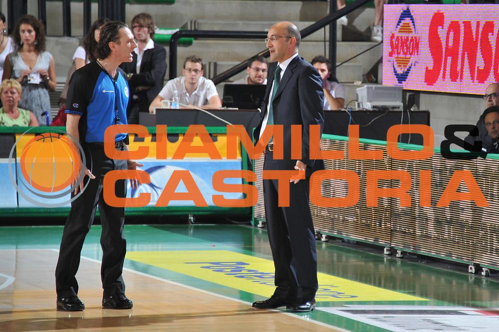 DESCRIZIONE : Treviso Lega A 2010-11 Quarti di finale Play off Gara 3 Benetton Treviso Air Avellino<br /> GIOCATORE : Arbitro Francesco Vitucci<br /> SQUADRA : Benetton Treviso Air Avellino <br /> EVENTO : Campionato Lega A 2010-2011<br /> GARA : Benetton Treviso Air Avellino<br /> DATA : 23/05/2011<br /> CATEGORIA : Delusione<br /> SPORT : Pallacanestro<br /> AUTORE : Agenzia Ciamillo-Castoria/M.Gregolin<br /> Galleria : Lega Basket A 2010-2011<br /> Fotonotizia : Treviso Lega A 2010-11 Quarti di finale Play off Gara 3 Benetton Treviso Air Avellino<br /> Predefinita :