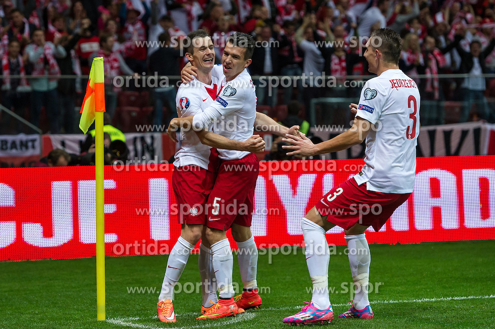 14.10.2014, Nationalstadium, Warsaw, POL, UEFA Euro Qualifikation, Polen vs Schottland, Gruppe D, im Bild Krzysztof Maczynski poland #16 radosc po gol bramka Waldemar Sobota poland #5 Artur Jedrzejczyk poland #3 // Krzysztof Maczynski poland #16 joy after goal celebrates after scoring goal Waldemar Sobota poland #5 Artur Jedrzejczyk poland #3 // during the UEFA EURO 2016 Qualifier group D match between Poland and Scotland at the Nationalstadium in Warsaw, Poland on 2014/10/14. EXPA Pictures &copy; 2014, PhotoCredit: EXPA/ Newspix/ Sebastian Borowski<br /> <br /> *****ATTENTION - for AUT, SLO, CRO, SRB, BIH, MAZ, TUR, SUI, SWE only*****