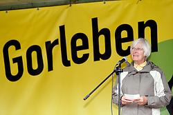 """Am 29. Juni 2014 begeht die Ökumenische Initiative """"Gorlebener Gebet"""" ihr 25-jähriges Bestehen. Seit 1989 feiert die Initiative jeden Sonntag unter freiem Himmel einen Gottesdienst in Sichtweite des so genannten Erkundungsbergwerks im Wald bei Gorleben. Dabei ist noch kein einziges Gebet ausgefallen. Im Bild: Christa Kuhl von der Ökumenschen Initiative Gorleben Gebet<br /> <br /> Ort: Gorleben<br /> Copyright: Andreas Conradt<br /> Quelle: PubliXviewinG"""