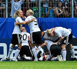 20.07.2010, , Augsburg, GER, FIFA U-20 Frauen Worldcup, Frankreich vs Deutschland, im Bild Deutschland geht mit 0:1 in Fuehrung, EXPA Pictures © 2010, PhotoCredit: EXPA/ nph/  Roth+++++ ATTENTION - OUT OF GER +++++ / SPORTIDA PHOTO AGENCY