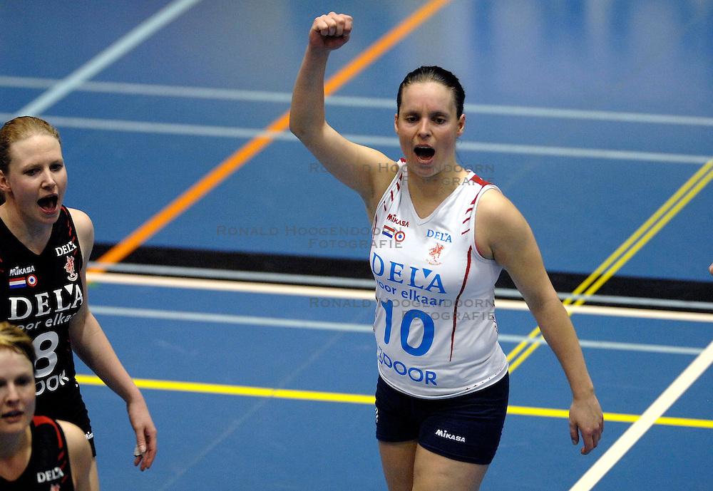 07-04 VOLLEYBAL: DELA MARTINUS - PLANTINA LONGA: AMSTELVEEN<br /> Dela Martinus wint in de finale van de play-off de eerste wedstrijd moeizaam met 3-1 van Longa / Janneke van Tienen<br /> &copy;2007-WWW.FOTOHOOGENDOORN.NL