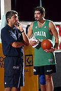 BORMIO LUGLIO 2004<br /> RITIRO PREOLIMPICO NAZIONALE ITALIANA BASKET NELLA FOTO FABRIZIO FRATES E ROBERTO CHIACIG<br /> FOTO CIAMILLO-CASTORIA