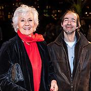 NLD/Amsterdam/20161222 - Première 32ste Wereldkerstcircus, Anne Wil Blankers en zoon