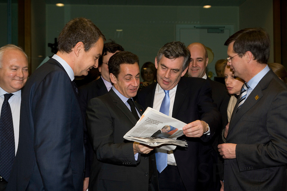 BRUSSELS - BELGIUM - 14 DECEMBER 2007 -- EU SUMMIT -- Nicolas SARKOZY (Mi), The French President, are having a laugh with the Spanish Prime Minister Jose Luis Rodriguez ZAPATERO (Le) and Gordon BROWN (Ri), British Prime Minister, about a picture in the spanish newspaper El Pais. Looking from behind seen from the left Miguel Angel MORATINOS, Spanish Minister for Foreign Affairs,Fredrik REINFELDT, Swedish Prime Minister, and Jan Peter BALKENENDE, Dutch Prime Minister.  Photo: Erik Luntang