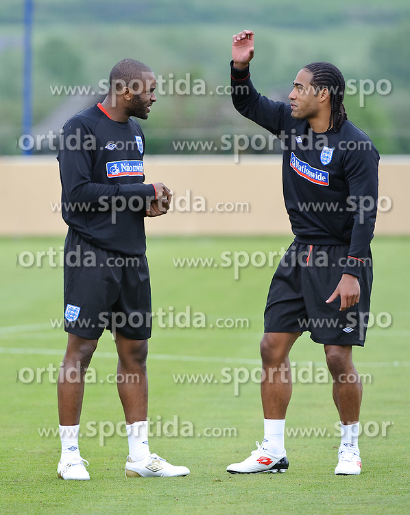 19.05.2010, Arena, Irdning, AUT, FIFA Worldcup Vorbereitung, Training England, im Bild  Glen Johnson, Darren Bent, EXPA Pictures © 2010, PhotoCredit: EXPA/ S. Zangrando / SPORTIDA PHOTO AGENCY