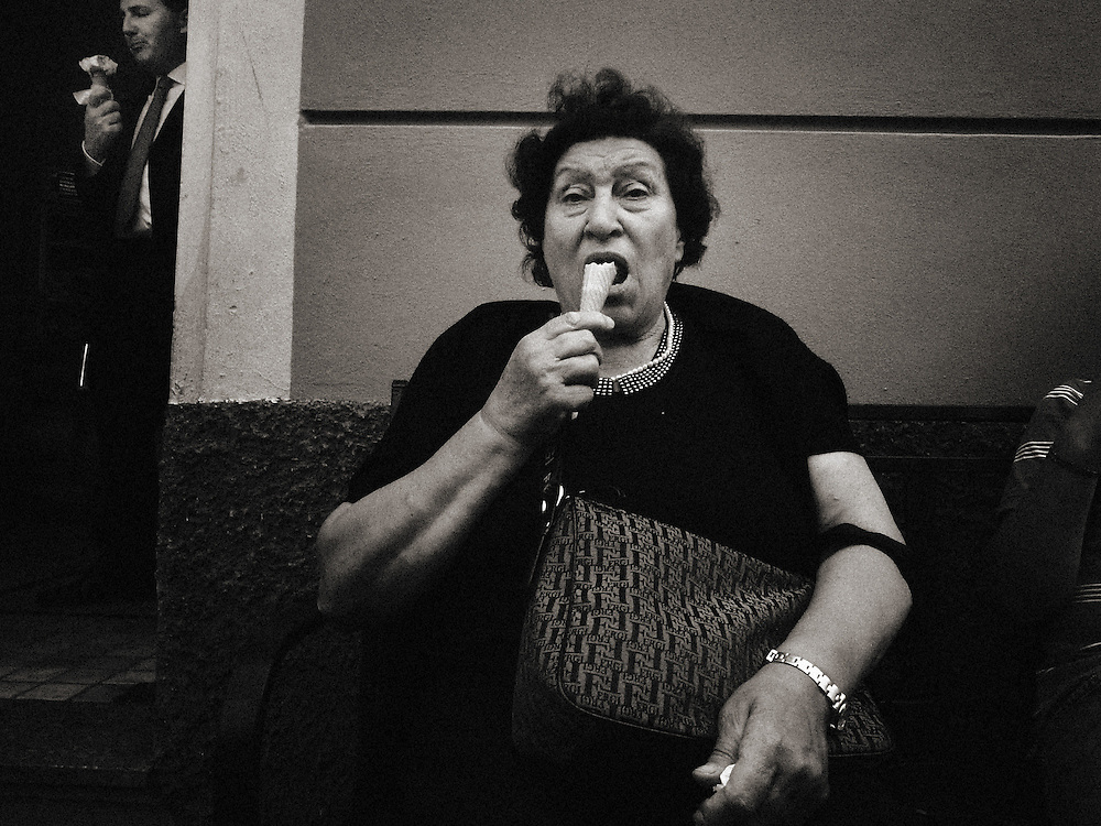 Italy, Lombardy, Milano, Milan, Street photography, ice cream eater