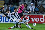 Portugal, FUNCHAL : Alex Sandro (D ) do F.C. do Porto  e João Aurélio(E) disputam a bola durante o jogo da Liga Portuguesa de Futebol, Nacional vs F.C. Porto que teve lugar no Estádio da Madeira, Funchal  a 21 de Março de 2015.<br /> Foto-Gregório Cunha