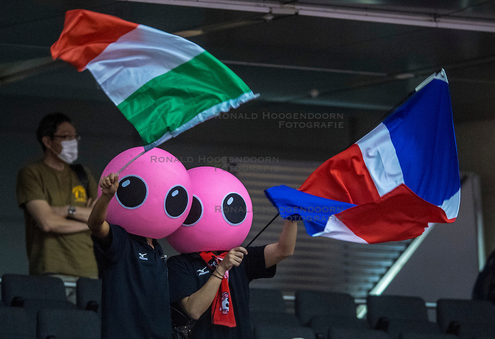 17-05-2016 JAP: OKT Dominicaanse Republiek - Italie, Tokio<br /> Italië verslaat Dominicaanse Republiek  met 3-0 / Support Publiek, vlaggen