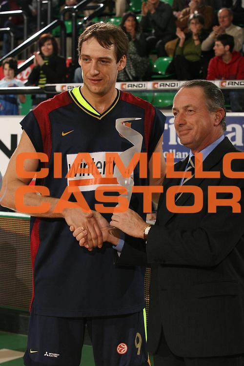 DESCRIZIONE : Treviso Eurolega 2006-07 Benetton Treviso Winterthur FC Barcellona<br />GIOCATORE : Marconato<br />SQUADRA : Winterthur FC Barcellona<br />EVENTO : Eurolega 2006-2007 <br />GARA : Benetton Treviso Winterthur FC Barcellona<br />DATA : 21/12/2006 <br />CATEGORIA : Premiazione<br />SPORT : Pallacanestro <br />AUTORE : Agenzia Ciamillo-Castoria/M.Marchi