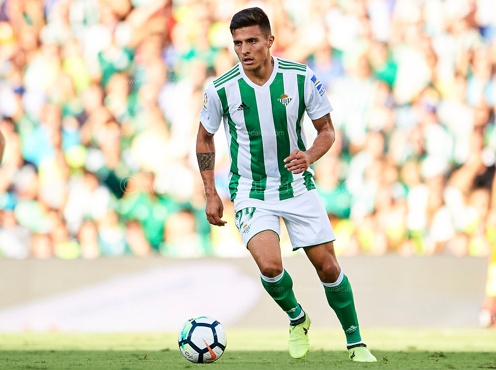 SEVILLE, SPAIN - SEPTEMBER 16:  Juanjo Narvaez of Real Betis Balompie in action during the La Liga match between Real Betis and Deportivo La Coruna  at Estadio Benito Villamarin on September 16, 2017 in Seville, .  (Photo by Aitor Alcalde Colomer/Getty Images)