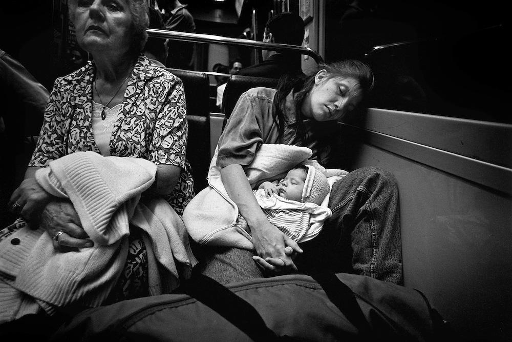 Paris, 1996. Le monde exterieur. Nathalie et Leila.