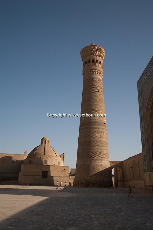 minaret of the KALOUN mosque  in the old city  BUKHARA - Uzbekistan  The Kalon Minaret was built by the Karakhanid ruler Arslan Khan in 1127.///.minaret  de la mosquee Kalon  Boukara - Ouzbekistan .///.UZB BHK 56242