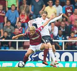 LONDON, ENGLAND - Saturday, September 19, 2009: Liverpool's Fernando Torres in action against West Ham United during the Premiership match at Upton Park. (Pic by David Rawcliffe/Propaganda)