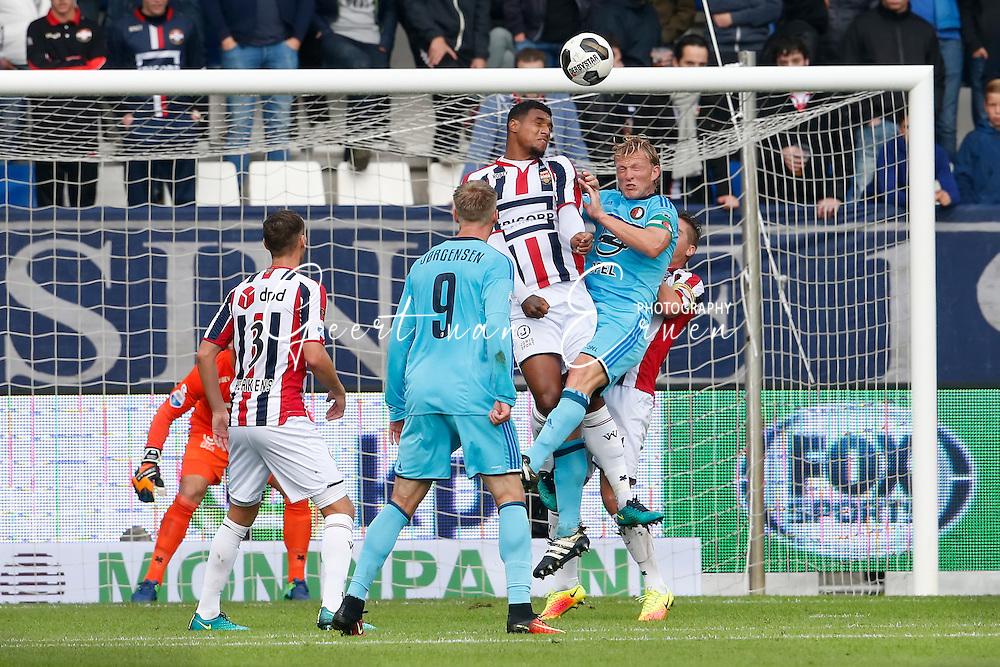 02-10-2016 VOETBAL:WILLEM II - FEYENOORD:TILBURG<br /> Dirk Kuyt van Feyenoord in duel met Darryl Lachman van Willem II <br /> <br /> <br /> Foto: Geert van Erven