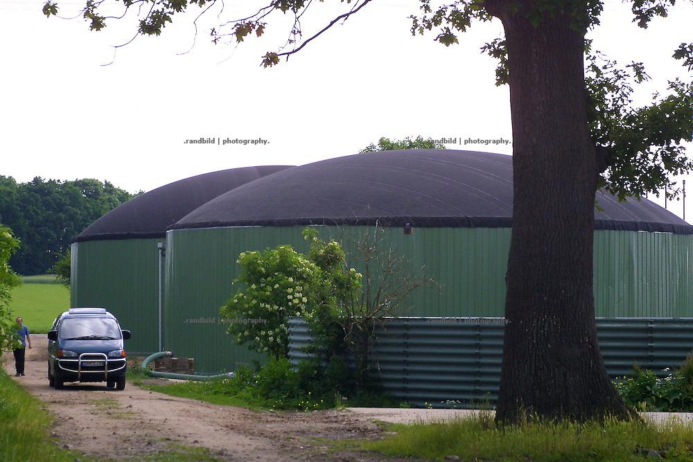 Die Biogasanlage in Püggen auf dem Hof Ebeling. Mehrfach besuchte Bundesumweltminister JürgenTrittin die Anlage.