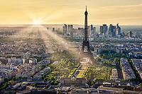 Sonnenuntergang über Paris gesehen von der 56. Etage des Tour Montparnasse.