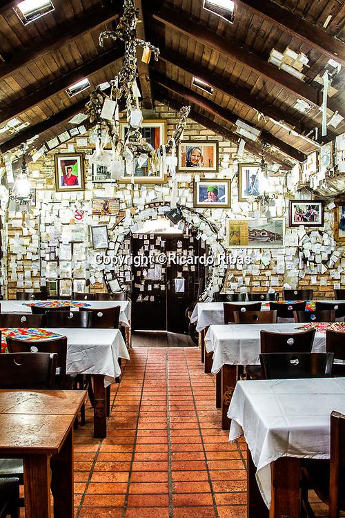 Bar e Restaurante do Arante, na Praia do Pântano do Sul. Florianópolis, Santa Catarina, Brazil. / Arante Bar and Restaurant, at Pantano do Sul Beach. Florianopolis, Santa Catarina, Brazil.