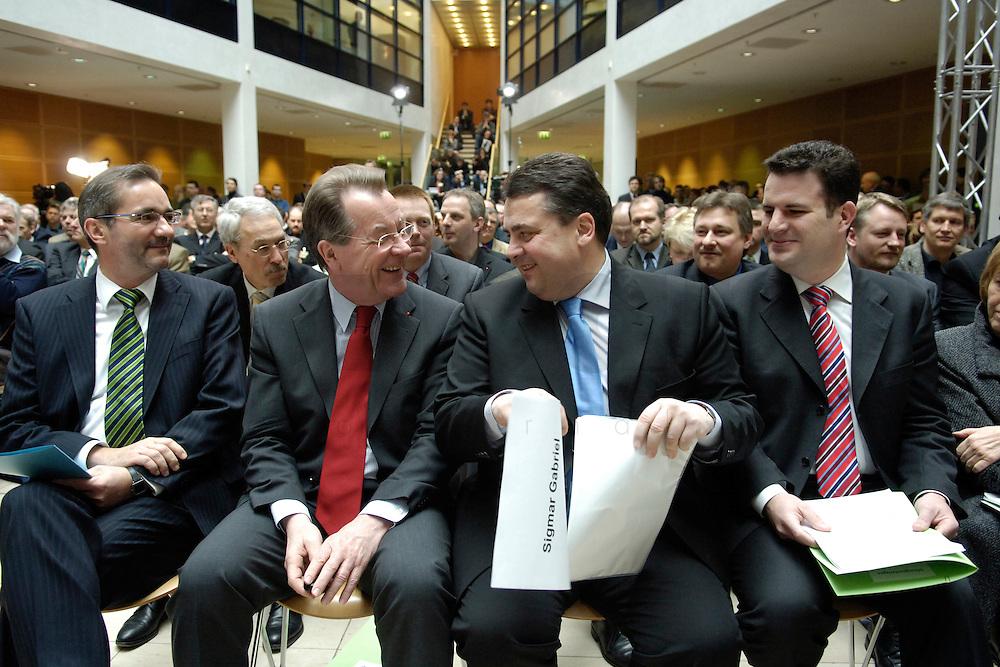 06 MAR 2006, BERLIN/GERMANY:<br /> Matthias Platzeck, SPD Parteivorsitzender, Franz Muentefering, SPD, Bundesarbeitsminister, Sigmar gabriel, SPD, Bundesumweltminister, und Hubertus Heil, SPD Generalsekretaer, (v.L.n.R.), im Gespraech, vor Beginn der SPD Konferenz zum Thema &quot;Neue Energie&quot;, Willy-Brandt-Haus<br /> IMAGE: 20060306-02-011<br /> KEYWORDS: Franz M&uuml;ntefering, Gespr&auml;ch,