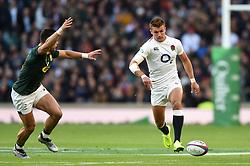 Henry Slade of England grubber kicks the ball - Mandatory byline: Patrick Khachfe/JMP - 07966 386802 - 03/11/2018 - RUGBY UNION - Twickenham Stadium - London, England - England v South Africa - Quilter International