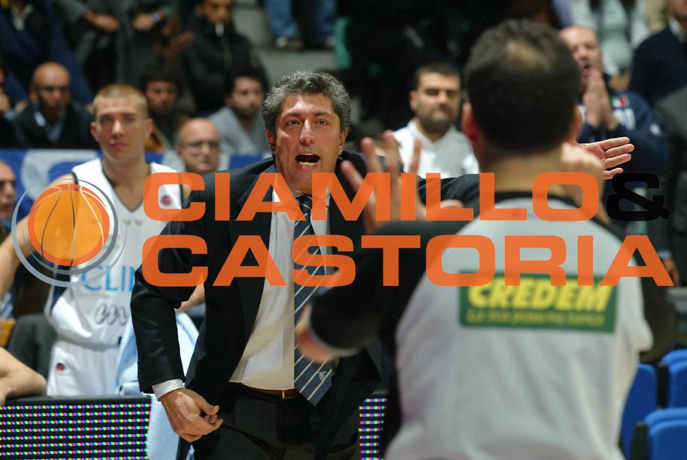 DESCRIZIONE : Bologna Lega A1 2006-07 Climamio Fortitudo Bologna Eldo Napoli <br />GIOCATORE : Frates Proteste<br />SQUADRA : Climamio Fortitudo Bologna<br />EVENTO : Campionato Lega A1 2006-2007 <br />GARA : Climamio Fortitudo Bologna Eldo Napoli <br />DATA : 05/11/2006 <br />CATEGORIA : Arbitro<br />SPORT : Pallacanestro <br />AUTORE : Agenzia Ciamillo-Castoria/M.Marchi<br />Galleria : Lega Basket A1 2006-2007 <br />Fotonotizia : Bologna Campionato Italiano Lega A1 2006-2007 Climamio Fortitudo Bologna Eldo Napoli <br />Predefinita :