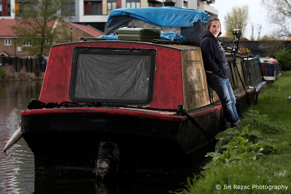 UK ENGLAND LONDON 30APR16 - London Canal boat resident Jo Dunphy on her boat, the 'Driftwood', near Hackney Wick, east London.<br /> <br /> <br /> jre/Photo by Jiri Rezac<br /> <br /> <br /> © Jiri Rezac 2016