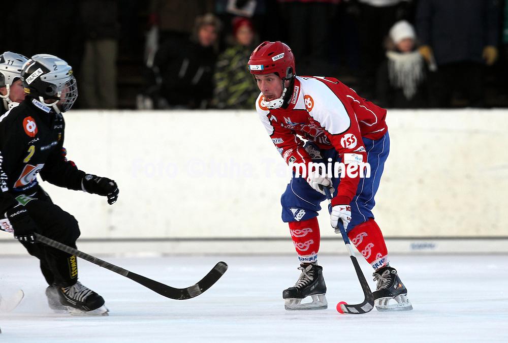 2.12.2012, Pori. .Bandyliiga 2012-13, runkosarja..Naruker? - Kampparit.Tomi Mustonen - Naruker?..