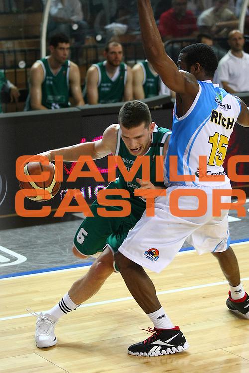DESCRIZIONE : Cremona Lega A 2011-2012 Vanoli Braga Cremona Benetton Treviso GIOCATORE : Gal Mekel SQUADRA : BENETTON TREVISO DATA : 2012-05-07CATEGORIA : SPORT : Pallacanestro AUTORE : AGENZIA CIAMILLO & CASTORIA/G.Ciamillo