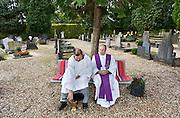 Nederland, Huissen, 3-11-2013Oud-pastoor Crolla en de koster rusten uit op een bankje na het zegenen van de graven op het kerkhof. Allerzielen, allerheiligen.Foto: Flip Franssen