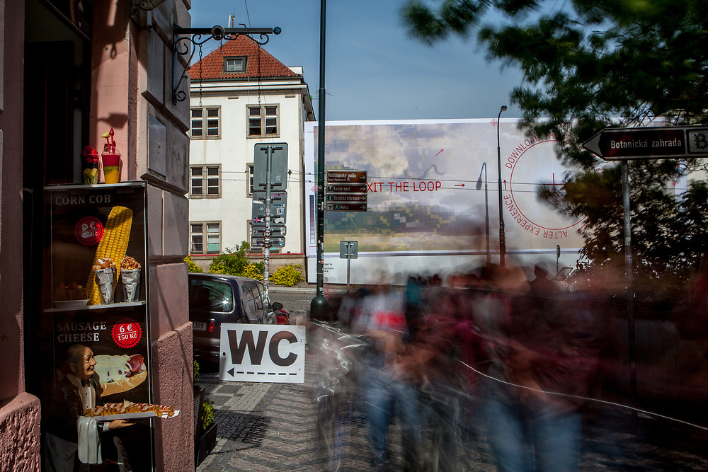 """A food shop and a public toilet at the end of the Old Castle Stairs (Stare zamecke schody) down at the center of """"Lesser Town"""" (Mala Strana)."""
