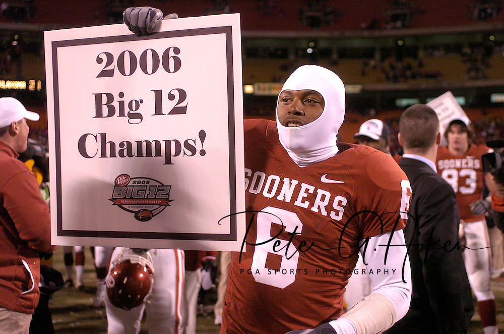 University of Oklahoma's Jason Carter holds up a Big 12 Champs sign after beating Nebraska 21-7 at Arrowhead Stadium in Kansas City, Missouri, December 2, 2006.<br />