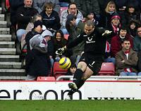 Photo: Andrew Unwin.<br /> Sunderland v Tottenham Hotspur. The Barclays Premiership. 12/02/2006.<br /> Tottenham's goalkeeper, Paul Robinson.