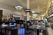 Nederland, Zutphen, 3-12-2014Interieur van het, 't Volkshuis. Een horecagelegenheid, lunchroom, waar personeel met een verstandelijke beperking werkt.Foto: Flip Franssen/Hollandse Hoogte