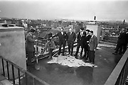 "18/04/1963<br /> 04/18/1963<br /> 18 April 1963<br /> ""Topping Off"" Jury's Hotel new extension. Watching John McCale (Cabe?) and Tony O'Neill ""Topping Off"" the 100ft high new extension to Jury's Hotel were (l-r) Joseph Kidney , Kidney and Co. architects; John O'Brien, Chairman; Paul Burke Kennedy, Kidney and Co.; Wilhelm Opperman, General Manager, Jury's Hotel Ltd. and Dick Hendrick, General Foreman on the site."