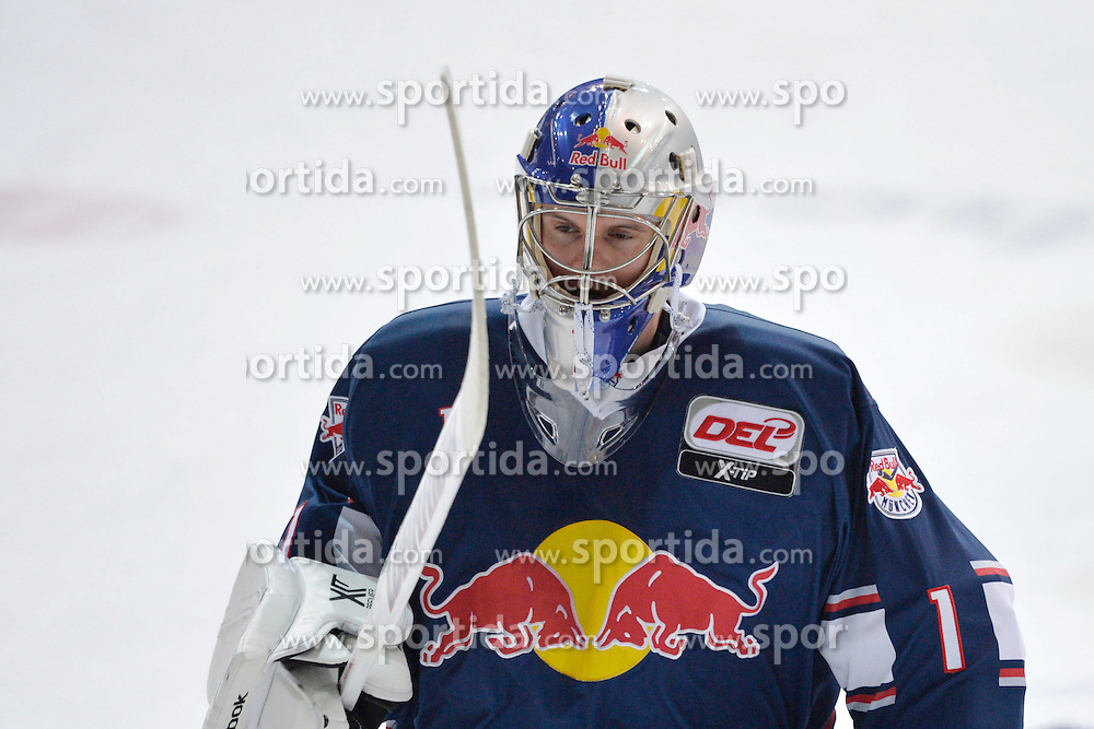 09.10.2015, Olympia-Eisstadion, Muenchen, GER, DEL, EHC Red Bull M&uuml;nchen vs Augsburger Panther, 9. Runde, im Bild Lukas Lang, Torhueter (EHC Red Bull Muenchen), Einzelbild, // during the German DEL Icehockey League 9th round match between EHC Red Bull M&uuml;nchen and Augsburger Panther at the Olympia-Eisstadion in Muenchen, Germany on 2015/10/09. EXPA Pictures &copy; 2015, PhotoCredit: EXPA/ Eibner-Pressefoto/ Buthmann<br /> <br /> *****ATTENTION - OUT of GER*****