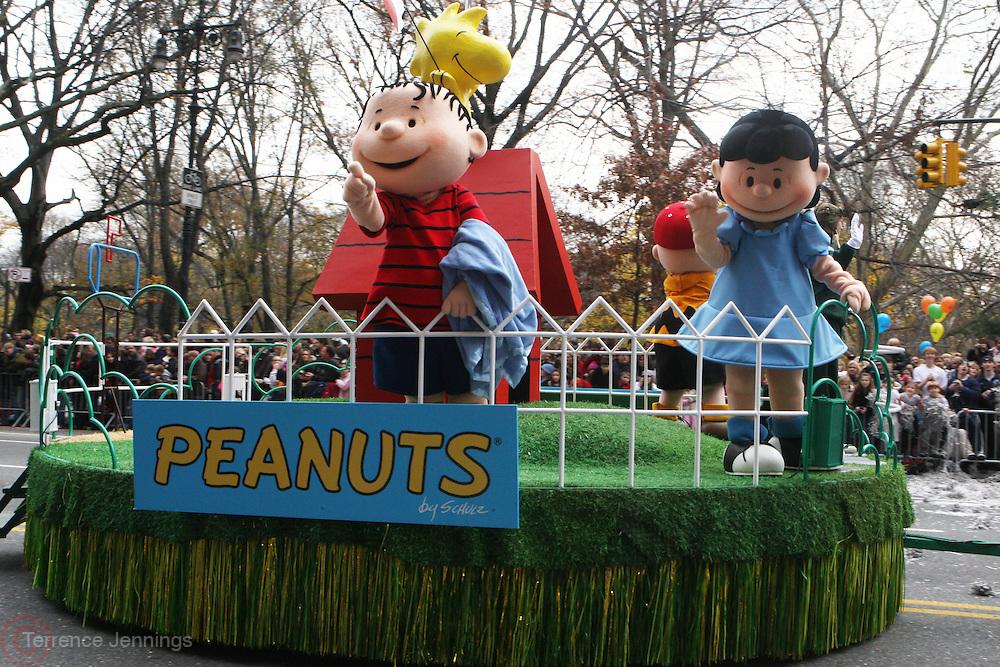 26 November 2009, NY, NY-The Peanuts Gang at The 2009 Macy's Day Parade held on November 26, 2009 in New York City. Terrence Jennings/Sipa