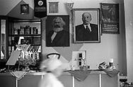 Tiraspol, 15/07/2004: immagini di Marx e Lenin, interno di un bar
