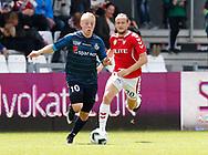 FODBOLD: Mads Aaquist (FC Helsingør) følges af Jacob Schoop (Vejle Boldklub) under kampen i NordicBet Ligaen mellem Vejle Boldklub og FC Helsingør den 21. maj 2017 på Vejle Stadion. Foto: Claus Birch